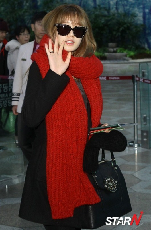 t-ara airport pictures to japan december 24 2012 (20)