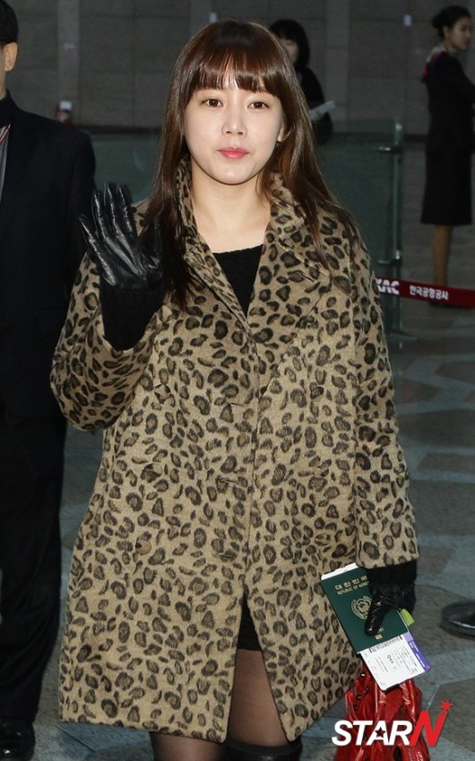 t-ara airport pictures to japan december 24 2012 (22)