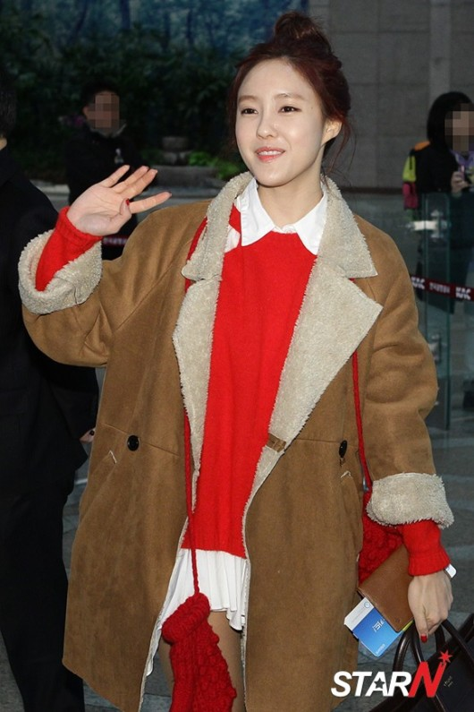 t-ara airport pictures to japan december 24 2012 (23)