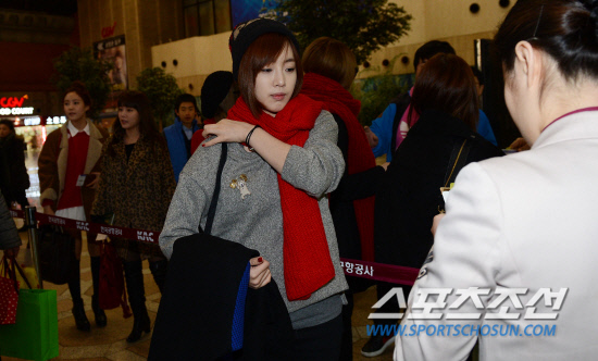 t-ara airport pictures to japan december 24 2012 (25)