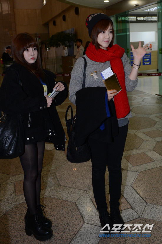 t-ara airport pictures to japan december 24 2012 (26)