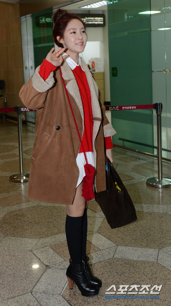 t-ara airport pictures to japan december 24 2012 (28)