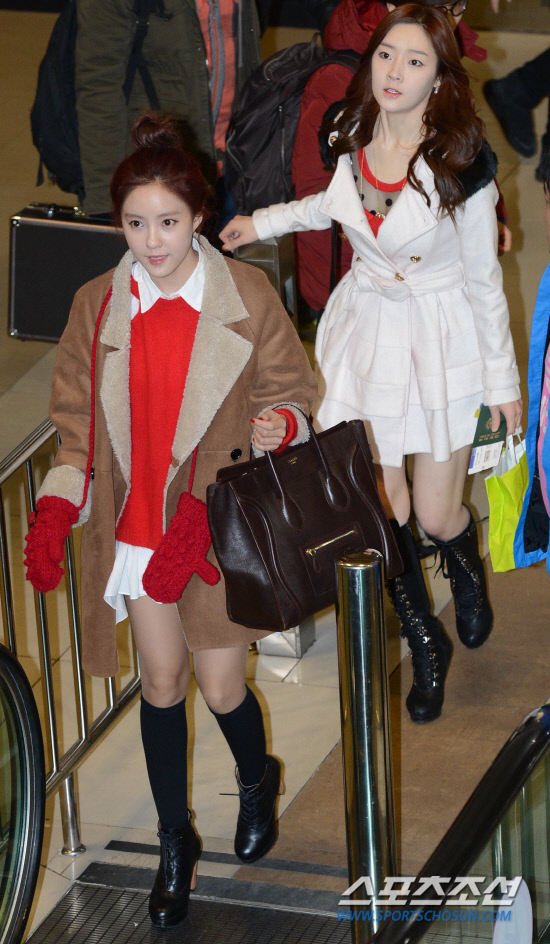 t-ara airport pictures to japan december 24 2012 (29)