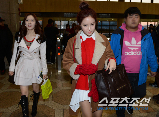 t-ara airport pictures to japan december 24 2012 (30)