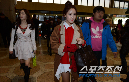 t-ara airport pictures to japan december 24 2012 (31)