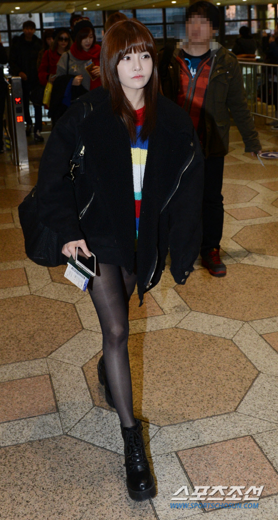 t-ara airport pictures to japan december 24 2012 (33)