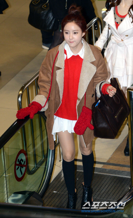 t-ara airport pictures to japan december 24 2012 (37)