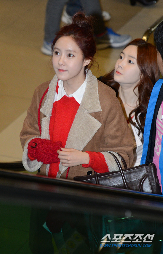 t-ara airport pictures to japan december 24 2012 (38)