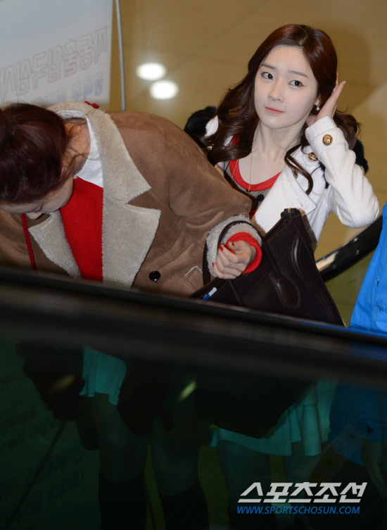 t-ara airport pictures to japan december 24 2012 (39)