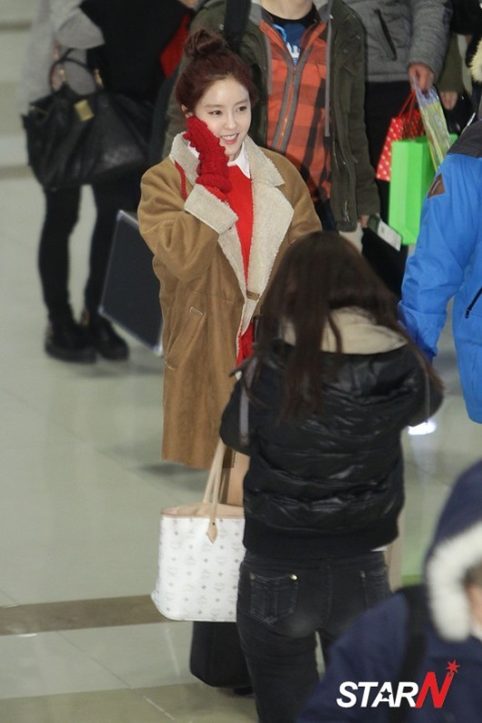 t-ara airport pictures to japan december 24 2012 (8)