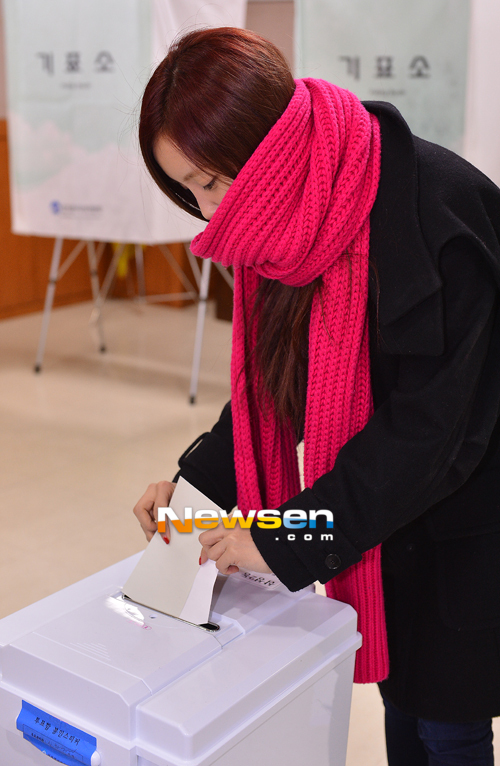 t-ara hyomin vote 2012 presidential election (5)