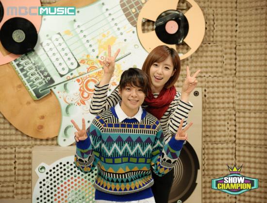 t-ara eunjung fx amber mbc show champion MCs (2)