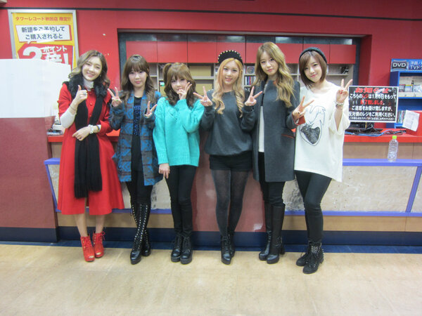 t-ara at tower records japan
