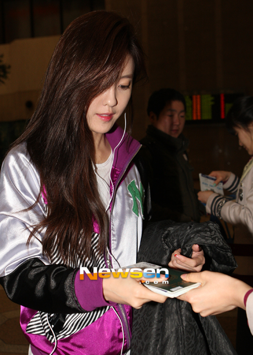 t-ara hyomin goes to Japan for JINX (4)