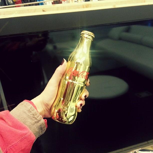 t-ara hyomin gold coca cola (1)
