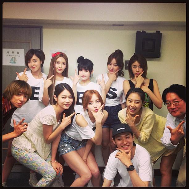 t-ara with jinx staff